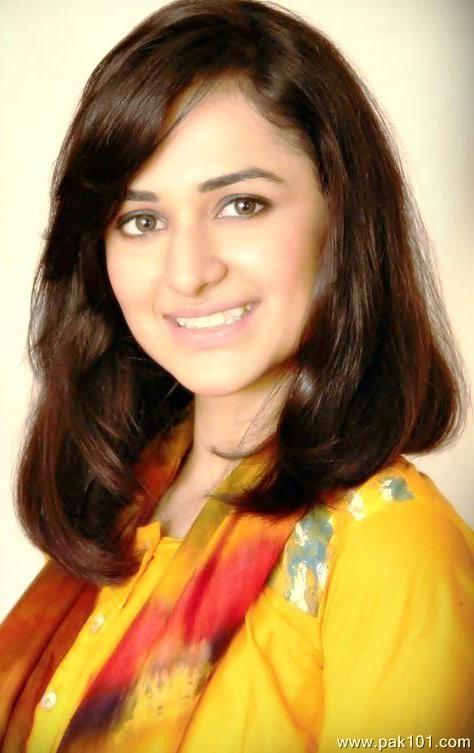 Yumna Zaidi Biography, Dramas, Height, Age, Family, Net Worth