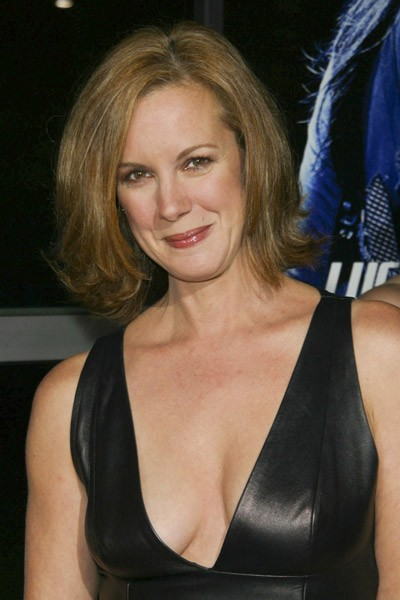Elizabeth Perkins Movie List Height Age Family Net Worth
