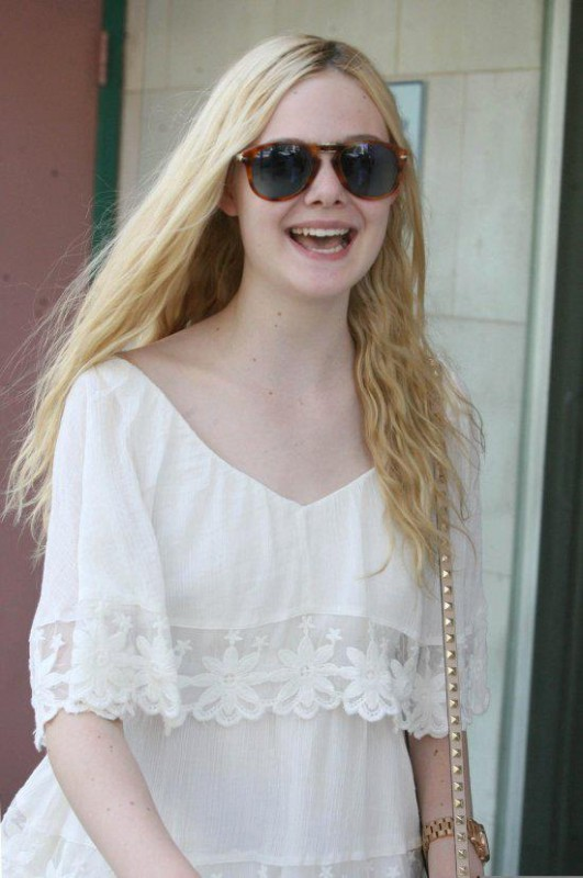 elle fanning movie list  height  age  family  net worth