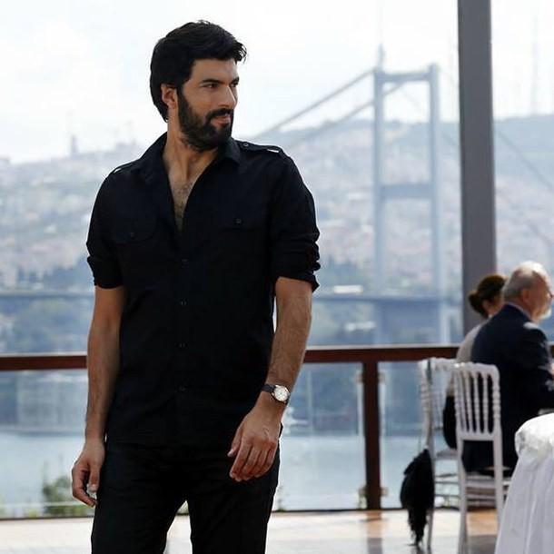 Engin Akyürek Biography & TV Shows, Height, Age, Family