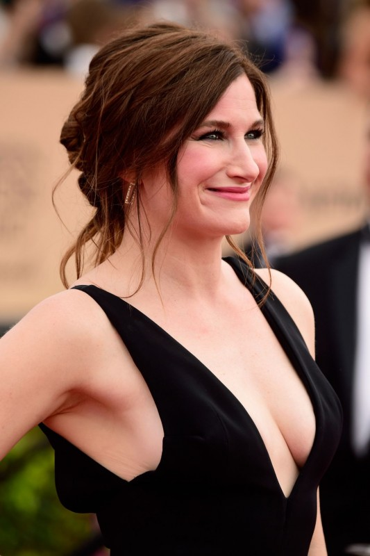 Kathryn Hahn Movies List , Height, Age, Family, Net Worth
