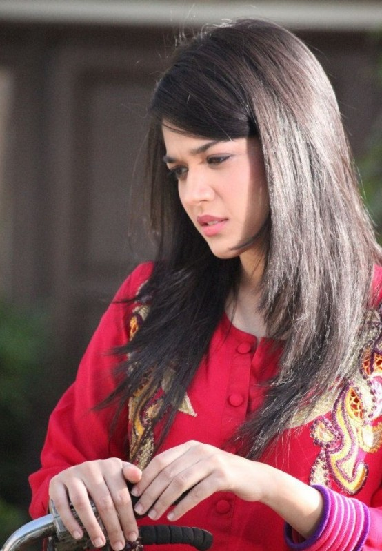 af8427aa24 Sanam Jung Drama & Movies List, Height, Age, Family, Net Worth