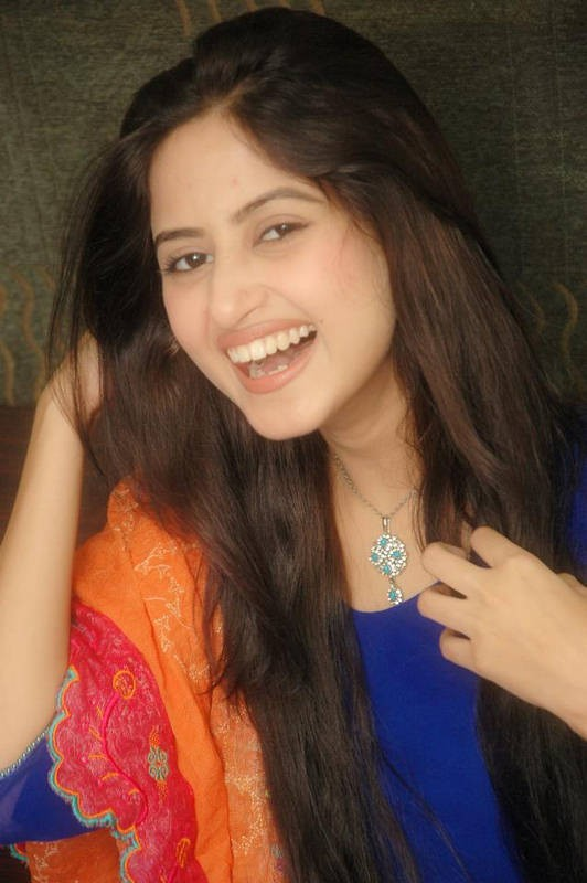 Sajal Ali Movies & Drama List, Height, Age, Family, Net Worth