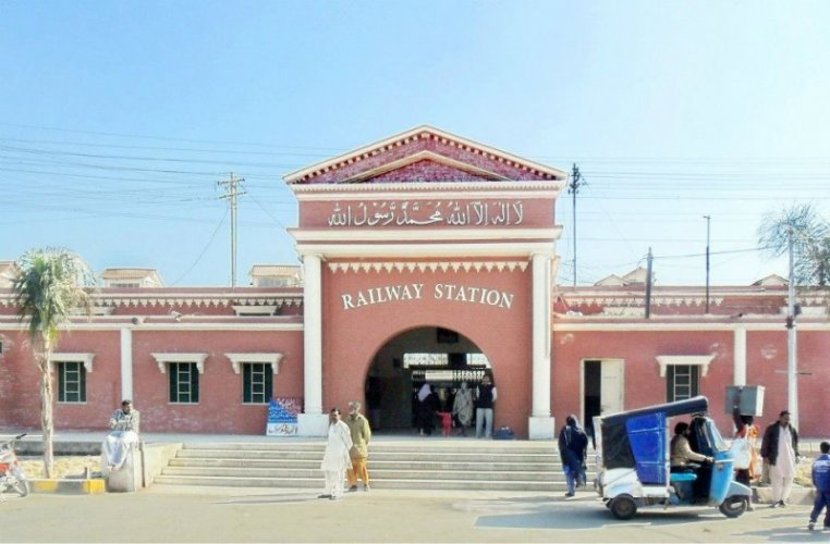 Faisalabad Railway Station 11