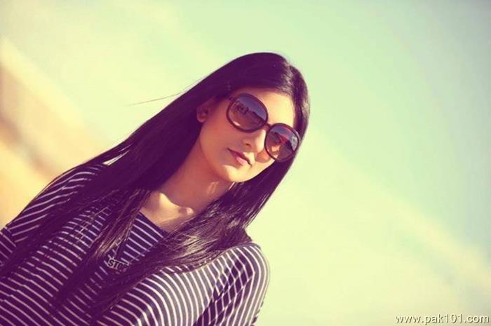 Sarah Khan 20