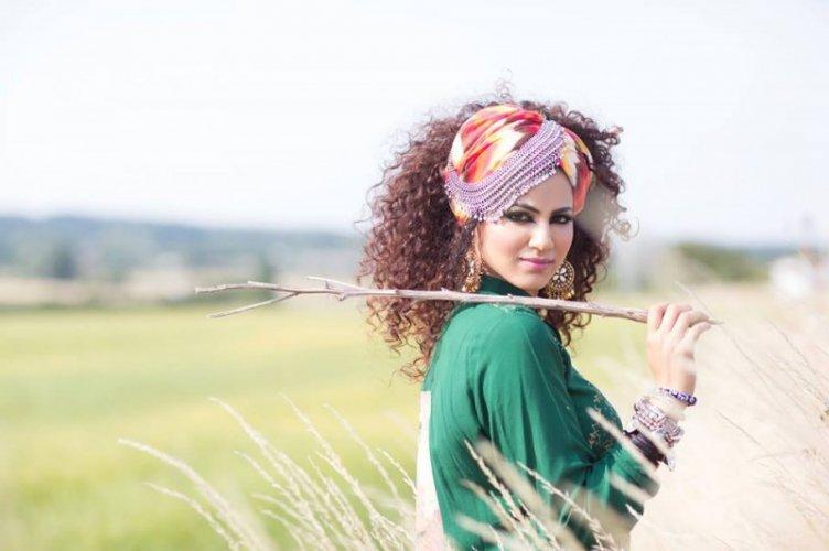 Annie Khalid 23