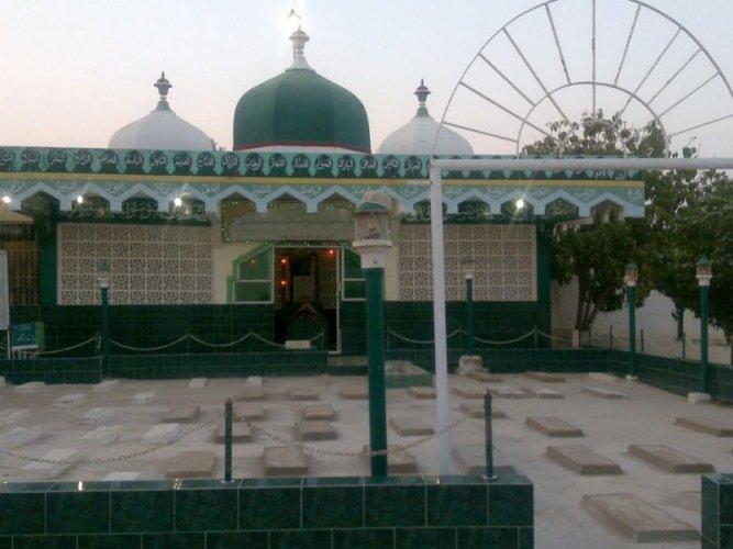 Mazar Makhdoom Muhammed Hashim Thattvi 1