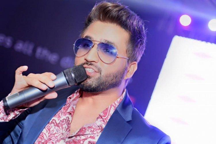 Falak Shabir 25
