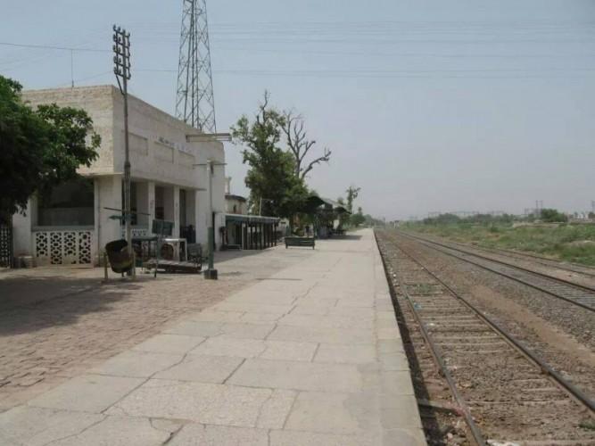 Abdul Hakim Railway Station
