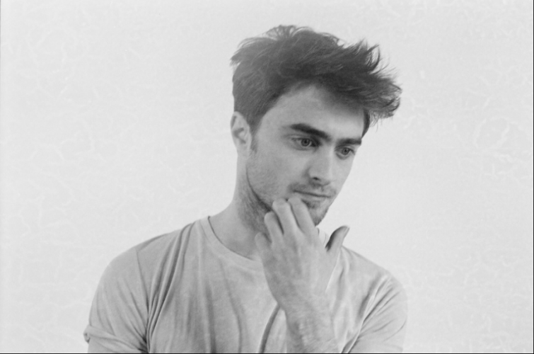 radcliff single girls Six girls that the harry potter star has allegedly dated  daniel radcliffe has also been in and out of love quite a few times.