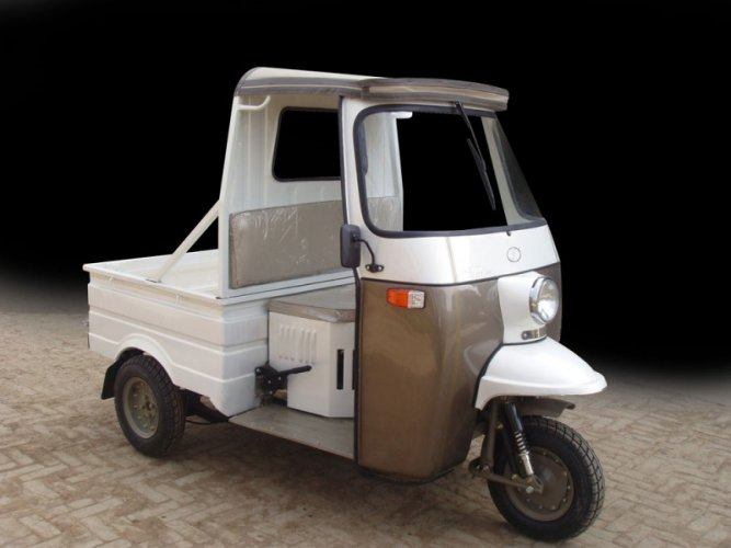 Sazgar Tempo Delivery Van White color