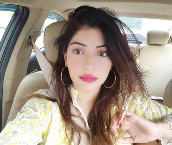 Cute Sadaf Abdul Jabbar Selfie in Car