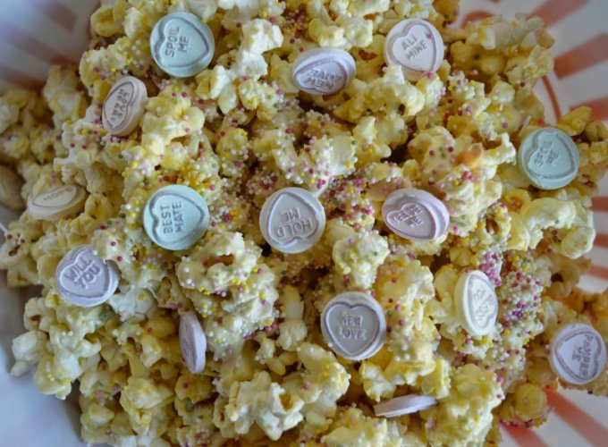 Winter Wonderful White Chocolate Popcorn 2