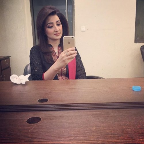 Smart Ayesha zulfiqar in Casual BLack Dress.