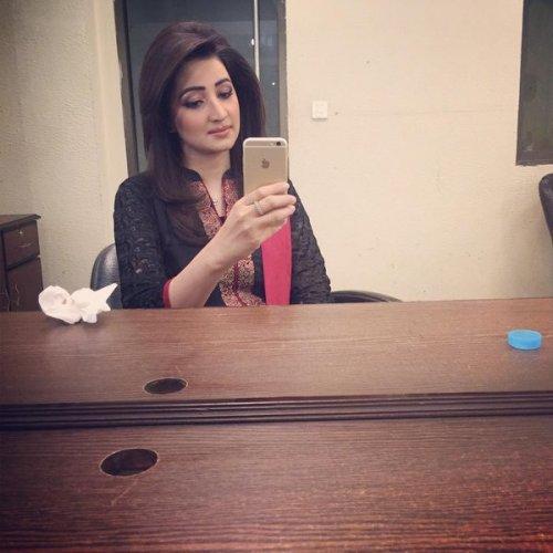 Smart Ayesha zulfiqar in Casual BLack Dress.