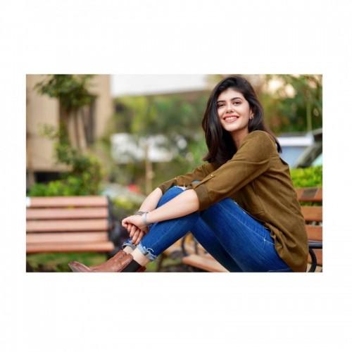 Sanjana Sanghi - Complete Inforamtion