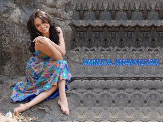 Amruta Khanvilkar 5