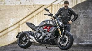 Ducati Diavel - looks 3