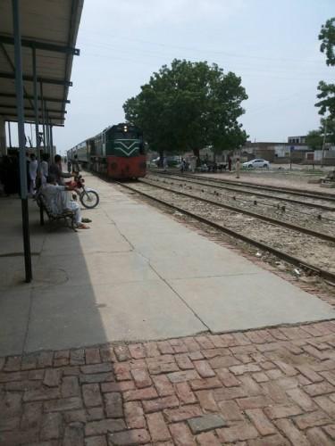 Shah Nikdur Railway Station