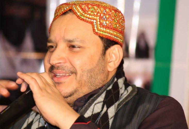 Shahbaz Qamar Fareedi - Watch Online Naats