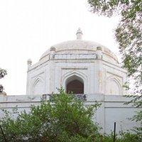 Tomb Shah Hussain Sadozai 1