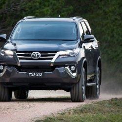 Toyota Fortuner 2016 007