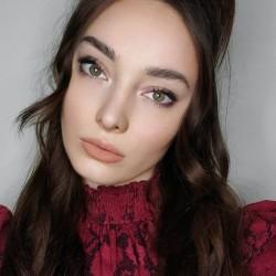 Emma Dumont 1