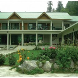 Green Retreat Hotel building pic 1