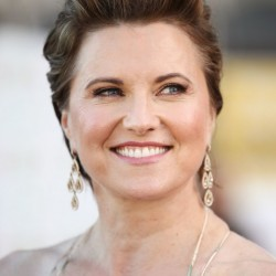 Lucy Lawless 8