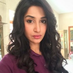 Hira Tareen 2