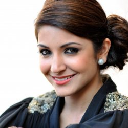 Anushka Sharma 10