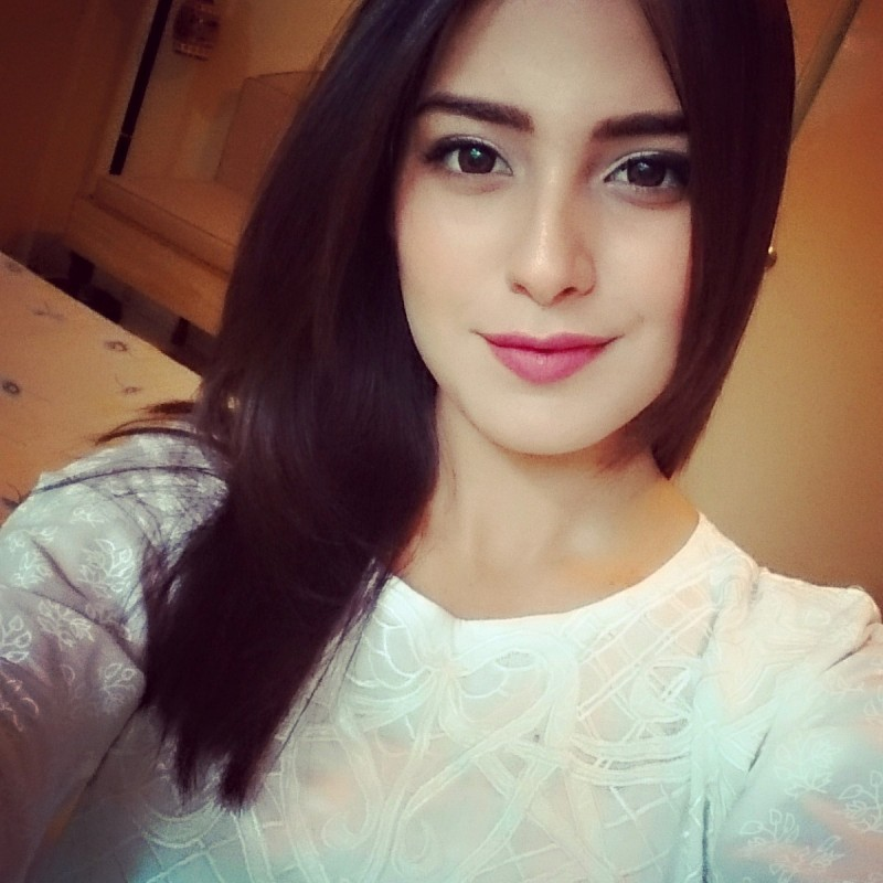 Iqra Aziz Biography, Dramas List, Height, Age, Family, Net ...