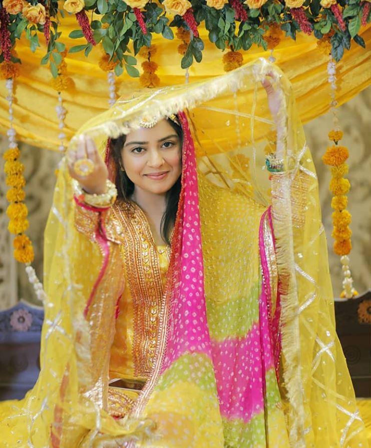 Sara Razi Khan Mayoun Mehndi – Pictures